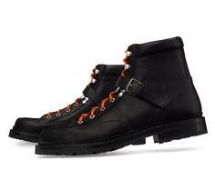 Hiking Hermes men's low boot in black oily calfskin, palladium plated Albion buckle, orange lining, two laces: orange and tone on tone, double leather sole and lugged rubber sole