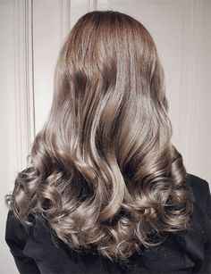 Light silver brunette hair by Susanna Poméll / healthyhair.fi