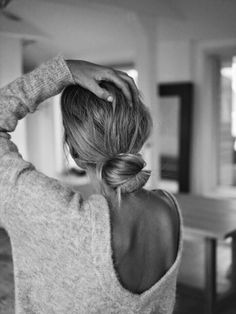 HAIR STYLE INSPO | THE PERFECT KNOT | For more hair inspo visit www.dontsweatthestewardess.com