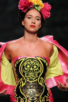 Inspired by Frida Kahlo, Maya Hansen Mexican Fashion, Mexican Style, Bridal Corset, Skull Dress, Flower Fashion, Knee Length Dresses, Fashion Details, High Fashion, Fashion Photography
