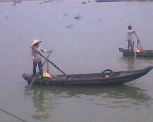 2 boat drivers on Cái Răng floating market