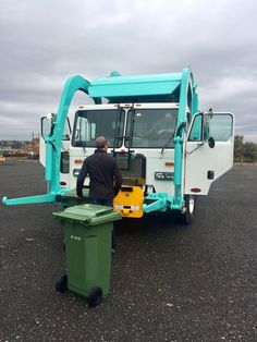 Disposal Queen is a bin rental company that provides all types of commercial and residential Waste Removal Bins with high standard services and reasonable prices for the Metro Vancouver area in Canada Trash Removal, Rubbish Removal, Waste Removal, Waste Management Services, Garbage Collection, Dumpster Rental, Yard Waste, Company Work, Waste Disposal