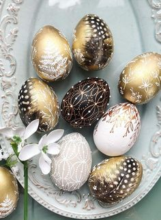 Gold Easter Eggs, Easter Egg Dye, Easter Egg Crafts, Coloring Easter Eggs, Easter Tree Decorations, Easter Egg Designs, Egg Decorating, Egg Hunt, Basket Ideas