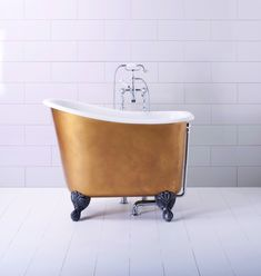 Tubby Tub from The Albion Bath Company is a short roll top bath measuring just 1.2m long. What it appears to lose in length, it makes up for in height, meaning there is sufficient depth for the user to fully submerge in. #bathroom #bijou #smallisbeautiful