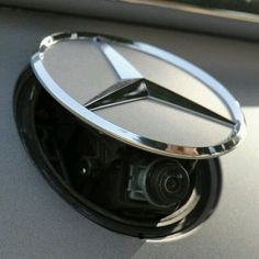Turn your point of view into points of view. For added safety when backing up, the S-Class Coupe's standard rear view camera shows you a live video on your dashboard. Mercedes Benz S CLASS Coupe Mercedes S Class, Mercedes Benz Logo, Amg Logo, Daimler Ag, Benz S Class, Benz C, Future Car, Hot Cars, Motor Car