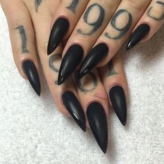 Stiletto Nails have become very popular in recent years. Nothing is sharper than Stiletto Nail Designs. When you combine the Stiletto Nail Designs with some avant-garde designs, they are the best. But if you're looking for the classic Stiletto Nail D Witchy Nails, Goth Nails, Goth Nail Art, Black Stiletto Nails, Matte Nails, Black Nails Tumblr, Long Black Nails, Black Ombre Nails, Claw Nails