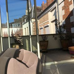 Ήλιος μπλε ουρανός μπαλκόνι καφές. Ναι ρε συμβαίνουν στο Marle όλα αυτά!!!