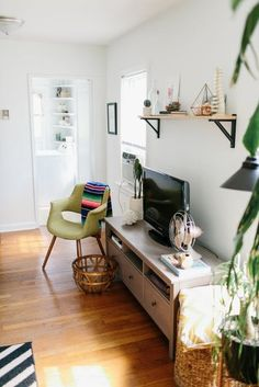 A Thrifted, Plant Filled Home for a Creative Spirit | Apartment Therapy
