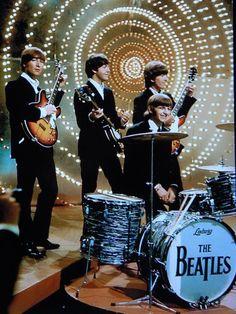 The Beatles, John Lennon, Paul McCartney, George Harrison, and Ringo Starr. Foto Beatles, Les Beatles, Beatles Photos, Beatles Guitar, Beatles Band, Beatles Love, Paul Mccartney, Classic Rock Albums, Classic Rock Bands