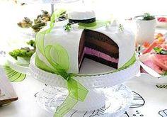 Ylioppilaan suklaa-vadelmamoussekakku - Reseptit - Ilta-Sanomat Dessert Recipes, Desserts, Something Sweet, Vanilla Cake, Love Food, Cake Toppers, Buffet, Goodies, Sweets