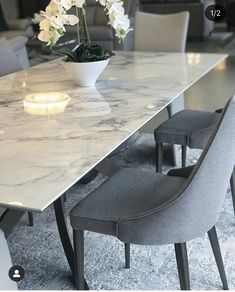 Kitchen Decor photo credit to Watson & Browne Interiors Kitchen Interior, Kitchen Decor, Dinning Tables And Chairs, Pinterest Home, Kitchenware, Decoration, Living Room, Marble, Design