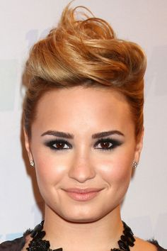 Demi Lovato is sexy. Demi Lovato Hair Color, Up Hairstyles, Her Style, Updos, Role Models, Sexy, Hair Colors, Exercises, Retro