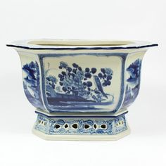 Fabulous new presale on a major blue and white collection!  www.theenchantedhome.co