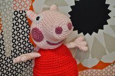 Peppa Pig la Cerdita Amigurumi - Patrón Gratis en Español paso a paso aquí: http://lavaquitadelanita.blogspot.com.es/2015/02/peppa-pig.html