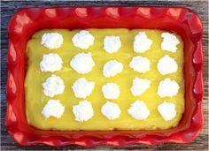 Easy Lemon Cheesecake Dump Cake Recipe! (4 Ingredients) - Never Ending Journeys Lemon Desserts, Homemade Desserts, Lemon Recipes, Easy Desserts, Sweet Recipes, Baking Recipes, Pretzel Desserts, Cat Recipes, Baking Tips