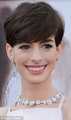 A Dark Knight for Anne: Hathaway will be disappointed at earning less after starring in two box office smashes while Brad Pitt was also outshone Popular Short Hairstyles, 2015 Hairstyles, Modern Hairstyles, Pixie Hairstyles, Pixie Haircut, Pretty Hairstyles, Short Hair Back, Short Hair Cuts, Short Hair Styles