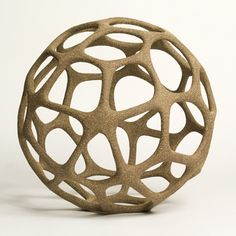 Afocal: The cage-like appearance of this structure does not permit the viewer to focus on one specific focal point, and rather emphasizes the various negative spaces.