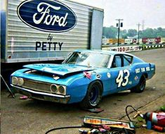 Richard Petty Ford Torino Yes.Richard Petty raced Fords, too! Nascar Race Cars, Old Race Cars, Sprint Cars, Us Cars, Richard Petty, King Richard, Ford Torino, Drag Racing, Auto Racing
