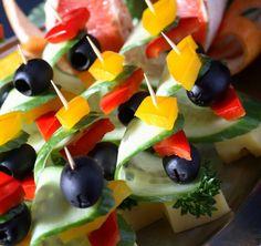 Канапе с сыром и оливками на шпажках - фото №16