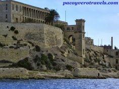 Bellas edificaciones de La Valeta #malta #entretodospodemos http://www.pacoyverotravels.com/2013/10/crucero-por-la-valeta-malta.html