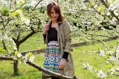Primaverizarse: acción de llevar un look primaveral utilizando el mayor número posible de prendas de temporadas pasadas de las que ya disponemos ;)