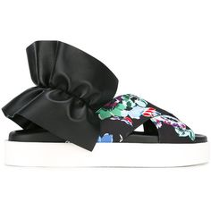 MSGM sling-back flat sandals (3,210 CNY) ❤ liked on Polyvore featuring shoes, sandals, black, flat sandals, flat leather sandals, leather sandals, black sandals and slingback flat sandals