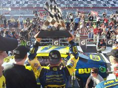 #17 is your winner of the 2nd Duel race today at Daytona! #MattKenseth