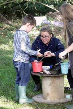 Everyone got stuck in creating mud cakes photo by Ric Mellis