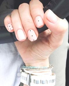 If you're not a fan of tacky fake nails or if you love unusual nail art design but you're somehow busy or lazy to do an hour manicure treatment, here's a solution! These stunning minimalist nails will assure you that less is more. Minimalist Nails, Fun Nails, Pretty Nails, Neutral Nail Art, Dot Nail Art, Trendy Nail Art, Nagel Gel, Super Nails, Simple Nails