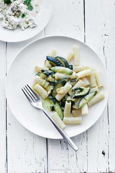 Pasta with zucchini, mint and white cheese (or ricotta)