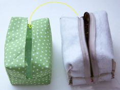 How to make this cute block zip pouch. DIY Tutorial with patterns. Pouch Bag, Zipper Pouch, Diy Pouch Tutorial, Diy Crafts For Bedroom, Diy Makeup Bag, Boyfriend Crafts, Diy Handbag, Pencil Bags, Sewing Hacks