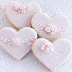"Hearts and Roses. You've got to love ""Cookie Connection"". Fancy Cookies, Iced Cookies, Cute Cookies, Cupcake Cookies, Sugar Cookies, Wedding Shower Cookies, Wedding Cake Cookies, Valentines Day Cookies, Flower Cookies"