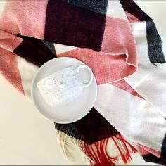 "GAP plaid blanket scarf/shawl Keep yourself warm this winter with a shawl! 25"" x 76"". 100% acrylic. Good used condition. tag. ❤️10% bundle discount. Free beauty gift with $25 purchase. Free shipping with $75 purchase. ❤️ GAP Accessories Scarves & Wraps"