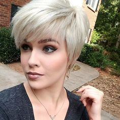40 Best Short Hairstyles with Bangs 2019 Blonde Pixie Mit Pony Geschnitten Pixie Cut With Bangs, Bob Haircut With Bangs, Short Hair With Bangs, Short Hair Cuts, Short Hair Styles, Pixie Bangs, Haircut Styles, Short Pixie Haircuts, Pixie Hairstyles