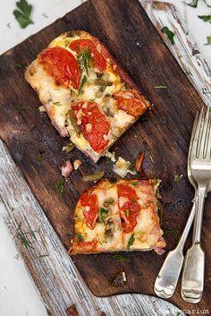 Pizza a la wooden serving board ;)