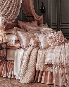 Stunning Shabby Chic Home Living Room Awesome Shabby Chic Home Living Room Ideas Modern Shabby Chic, Shabby Chic Bedrooms, Vintage Shabby Chic, Shabby Chic Homes, Romantic Bedrooms, Romantic Bedding, Romantic Beds, Small Bedrooms, Shabby Cottage