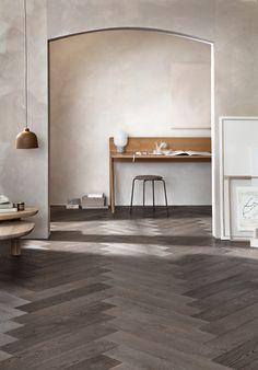 Wooden Floors Living Room, Wooden Flooring, Sofa Inspiration, Living Room Inspiration, Coffee Table Styling, Living Room Colors, Scandinavian Interior, Wood Shelves, Decoration