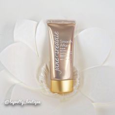 #JaneIredale has you covered!  Smooth Affair now comes in a special formulation for oily skin for priming, moisturizing, and smoothing the skin for makeup application. Smooth Affair is full of antioxidants that help protect the skin while letting makeup last longer while fighting free radicals and environmental damage. #makeup #makeupartist #mua #pretty #fotd #motd #instagood #instadaily #beautyblog #selfie #makeuptutorial #hair #hairtutorial #follow #like #instalike #youtuber #beautyguru