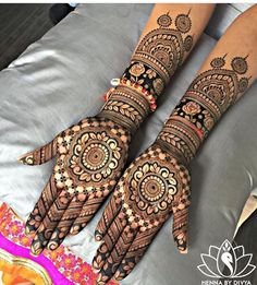 No wedding look is complete without one's mehndi-clad hands. Check out these rose design mehndi looks that will look breathtaking on every bride and her bffs! Henna Art Designs, Mehndi Design Pictures, Wedding Mehndi Designs, Unique Mehndi Designs, Beautiful Henna Designs, Mehndi Designs For Hands, Mehandi Designs, Mehndi Images, Beautiful Mehndi