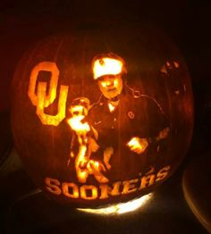 Time to step up your pumpkin carving game. Check out the pumpkin that Sooner fan Karrah made! Oklahoma Sooners Football, Ou Football, Pumpkin Carving Games, Boomer Sooner, Fall Deco, Halloween Festival, College Fun, Pumpkin Decorating, Autumn Theme