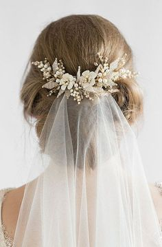 Hair Comes the Bride - 20 Bridal Hair Accessories Get Style .- Hair Comes the Bride – 20 Bridal Hair Accessories Get Style Advice for Any Budget This hair comb is a charming piece to frame your hairdo and attach the flyaway veil - Floral Wedding Hair, Hair Comb Wedding, Wedding Hair And Makeup, Wedding Veils, Headpiece Wedding, Gold Headpiece, Wedding Dress, Floral Hair, Prom Dress