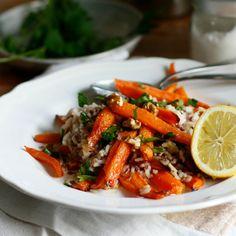 Riso integrale con carote al forno glassate e noci (Brown rice with roasted carrots and nuts)