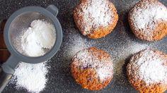 Die Frischkäse Muffins mit Himbeeren und Zitrone sind ruck, zuck gemacht und verzaubern durch die Frische der Zitrone, die durch den fruchtig, säuerlichen Geschmack der Himbeere unterstrichen wird.