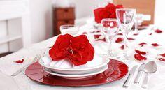 Una cena es el plan perfecto para celebrar el Día de San Valentín. De hecho, la relación entre una buena comida y el amor es un tema recurrente en el cine. Algunos medios han encontrado más de 50 films donde esta relación es el eje central del argumento... #SanValentín #gastronomía