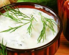Le vrai tatziki léger au yaourt grec : http://www.fourchette-et-bikini.fr/recettes/recettes-minceur/le-vrai-tatziki-leger-au-yaourt-grec.html