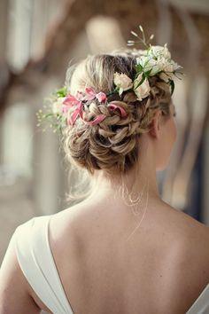 Flores que se funden con tu pelo...