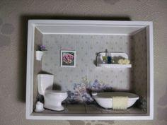 Nicho de banheiro ou lavabo,feito em madeira MDF, pintado com tinta PVA, miniaturas de gesso pintadas à mão e envernizadas,biju,flores artificias,etc. R$ 90,00