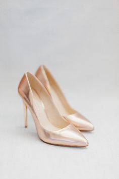 rose gold metallic pumps bridal shoes | Photography: In Love by Bina Terré
