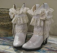 little girls Rustic wedding size flower girl boots western country boho shabby chic white tea party birthday bridal party dress pearls – Wedding Shoes Old West Boots, Bohemian Mode, White Bohemian, Wedding Boots, Bridal Party Dresses, Dress Wedding, Tea Party Birthday, Vintage Boots, Vintage Lace