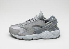 Nike Wmns Air Huarache Run PRM (Medium Grey / Off White)